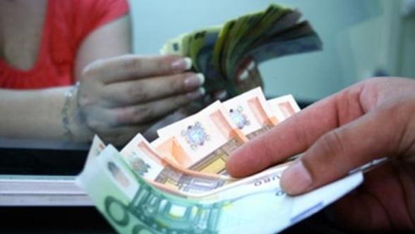 Curs valutar - Euro atinge minimul ultimelor doua saptamani