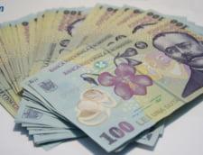 Curs valutar: Euro creste putin, dolarul scade