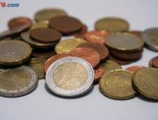 Curs valutar: Euro ramane sub pragul de 4,5 lei. Si dolarul scade