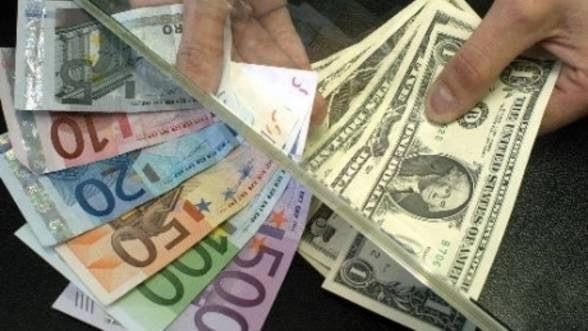 Curs valutar: Moneda nationala testeaza pragul de 4,35 lei