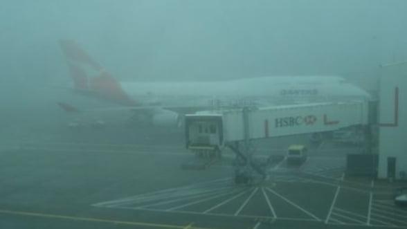Cursele aeriene inregistreaza intarzieri din cauza cetii