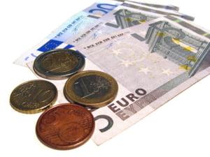 Cursul a depasit 4,4 lei/euro