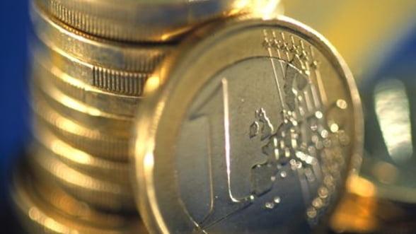 Cursul a urcat spre 4,5 lei/euro pe piata interbancara, pe volume reduse