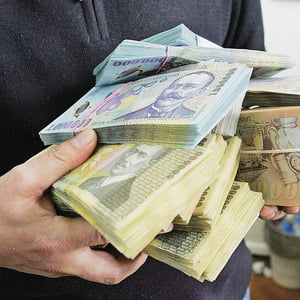 Cursul de schimb a urcat la maximul istoric - 4,32 lei/euro