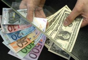 Cursul dolar/euro sare de 1,50