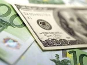 Cursul dolarului se stabilizeaza fata de euro
