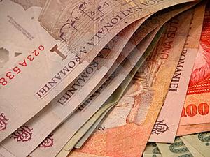 Cursul valutar: 4,2698 lei/euro