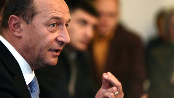 Cursul valutar nu va scapa de sub control, promite Basescu