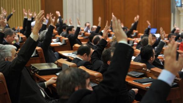 Curtea Constitutionala a decis: Statutul parlamentarilor este neconstitutional