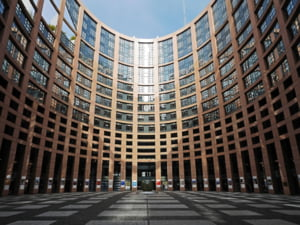 Curtea de Justitie a UE a invalidat transferul de date personale intre Uniunea Europeana si SUA