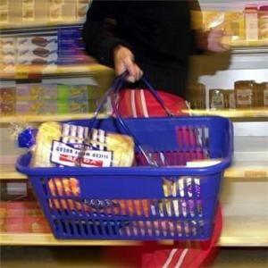 Daca se reduce TVA, retailerii scad preturile