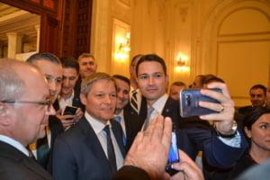 Dacian Ciolos, singur printre liberali Fotoreportaj