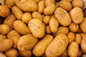 Daea, intrebat de ce a crescut pretul la cartofi: La Bruxelles e de trei ori mai scump