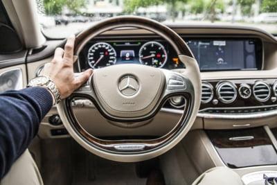 Daimler suspenda productia la majoritatea fabricilor sale din Europa