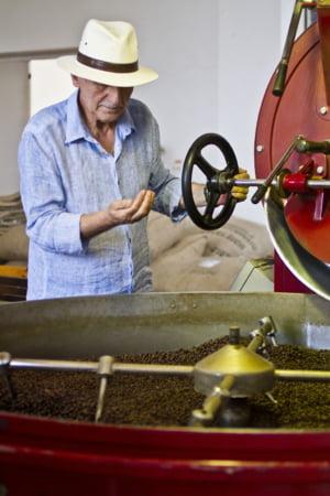 De Ziua Nationala a Cafelei, maestrul Florescu ne arata cum se savureaza o cafea adevarata