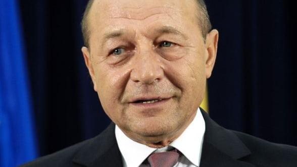 De ce a promulgat Basescu legea achizitiilor publice
