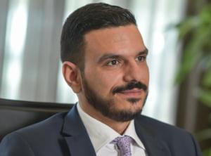 """De ce economia romaneasca are nevoie de """"bani din elicopter"""" pentru cetateni"""