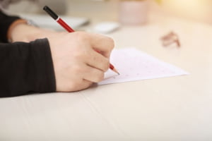 De ce este nevoie de testare standardizată la Examenele Naționale și cum poate fi înlăturată subiectivitatea