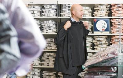 De ce riscam sa nu mai putem cumpara haine din bumbac organic? Interviu C&A
