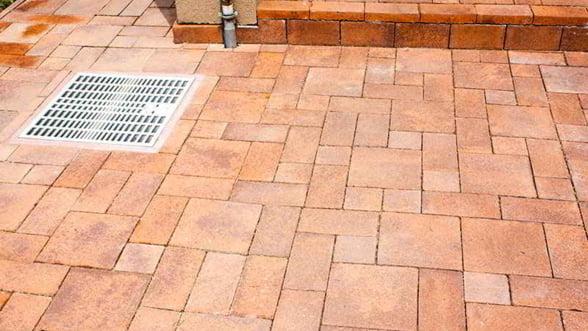 De ce sa alegi pavaje din beton de la Paverom Construct pentru curtea casei tale?