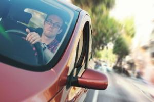 De luni, permisul de conducere se ia mai usor: Cine pica traseul nu repeta sala