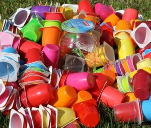 Decizie istorica in UE: Anumite articole de unica folosinta din plastic (tacamuri, farfurii, paie), interzise