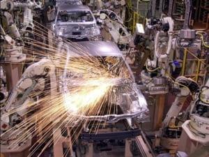 Declinul vanzarilor de autovehicule si motociclete a redus afacerile din comert cu 18,6%