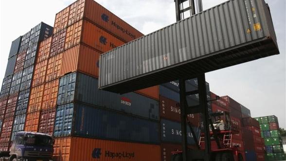 Deficitul comercial al Romaniei s-a redus cu 45% in primul semestru din 2013