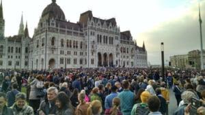 Demonstratii la Budapesta: mii de oameni cer ca universitatea fondata de Soros sa nu paraseasca Ungaria