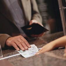 Deponentii merg in pierdere desi bancile cresc dobanzile