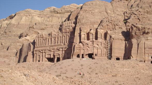 Descopera Petra, minunea ascunsa din desertul Iordaniei