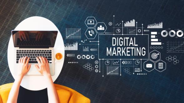 Despre digital marketing cu cartile pe masa