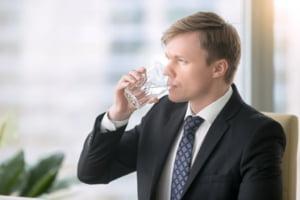 Detalii care conteaza: de ce ai nevoie de un dozator de apa la birou?