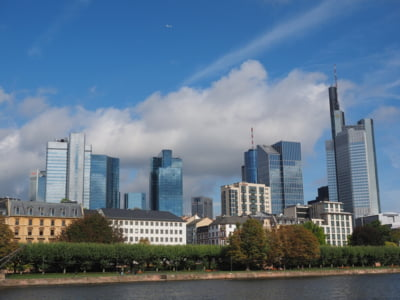 Deutsche Bank spera sa obtina profit in 2020, dupa concedirea a 20% din forta sa de munca