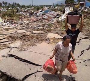 Dezastru in Indonezia: Cel putin 1.200 de morti si peste 50.000 de sinistrati in urma cutremurului urmat de tsunami
