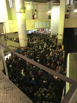 Din cauza aglomeratiei, Metrorex va limita temporar accesul in statii