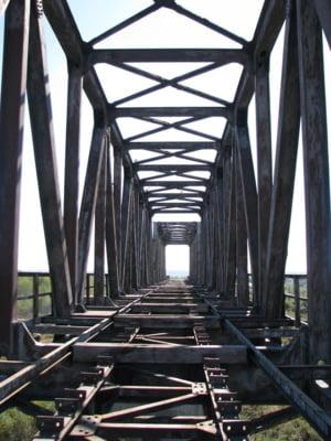 Din cauza ca statul nu e in stare sa repare un pod, toate trenurile din Bucuresti spre Bulgaria si Grecia sunt deviate prin Videle