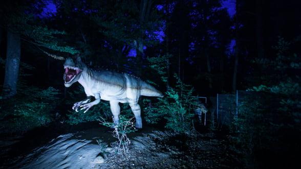 Dinozaurii de la Rasnov au evoluat: Te asteapta si pe timp de noapte, cu un cinema 9D