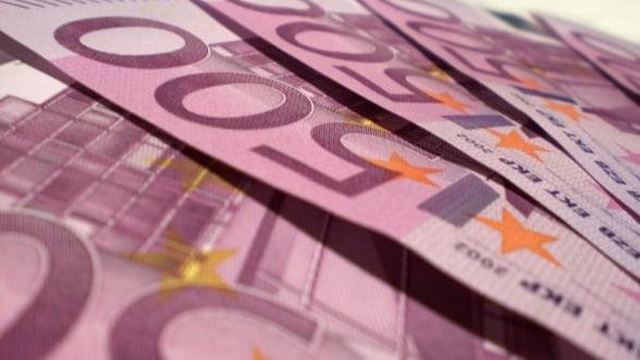 Director Saxobank: Euro este sortit pierzaniei