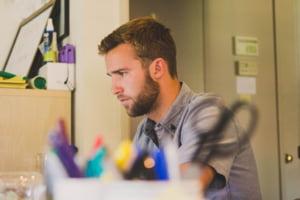 Disperarea angajarii: Cei care cauta joburi accepta salarii mai mici sau posturi inferioare
