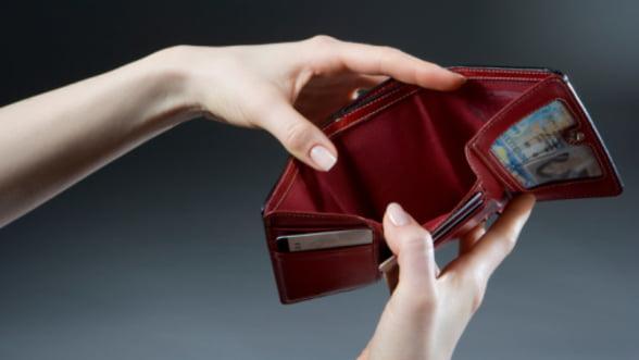 Dobanzile la credite au crescut. Te mai imprumuti?
