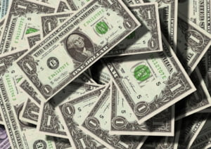 Dolarul american s-a apreciat, dupa ce Donald Trump a anuntat ca a fost testat pozitiv cu COVID-19