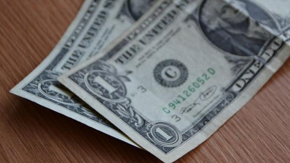 Dolarul face un salt urias si ajunge la un nou maxim istoric