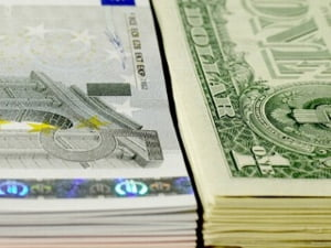 Dolarul se depreciaza fata de euro si yen, pe o piata dominata de incertitudini