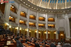 Dupa cazul Sorina, Parlamentul dezbate de urgenta Legea Adoptiilor, care prevede bani pentru noii parinti