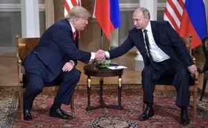 """Dupa ce a umilit Europa, Trump s-a inclinat in fata lui Putin. Presa externa scrie despre """"sarutul umed"""" al liderului american"""