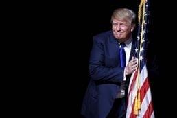 E haos la varf in SUA, dar generat din interior. Ce-ar face Trump in caz de criza majora?