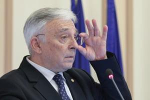 EXCLUSIV. Documentele CNSAS despre la relatia lui Mugur Isarescu cu Securitatea. O decizie mai veche, demontata acum de Colegiul institutiei