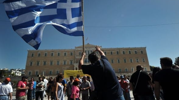Economia Greciei se va contracta cu mai putin de 4% in 2013