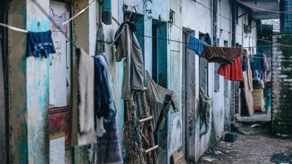 Economist-sef al Bancii Mondiale: Romania are de departe cea mai mare populatie saraca din UE